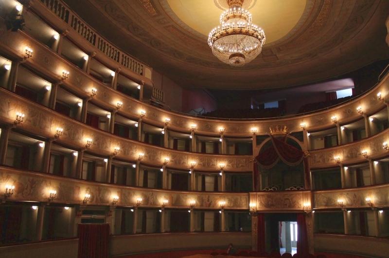 Teatro del Giglio. Interno - www.luccacitta.net