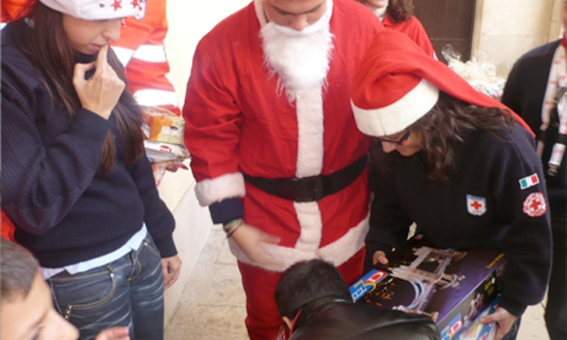 Babbo Natale A Domicilio.Cri Babbo Natale A Domicilio Auguri E Cene Per Bisognosi