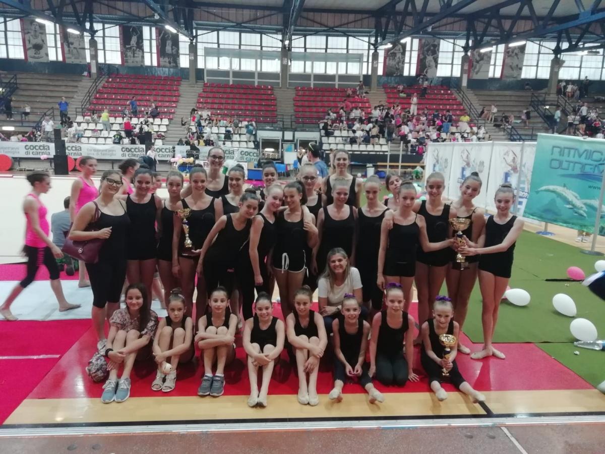gruppo ginnaste ritmica Lucca